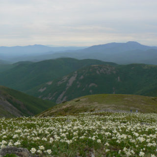 Вид с горы Снежная на гору Облачная. фото Ю. Берсенев